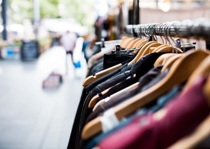 Lindex vastaanottaa vaatteita uusiokäyttöön ja kierrätykseen