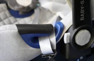 Britax Baby-Safe 2 Nordic Grey turvakaukalo sivutormayssuoja